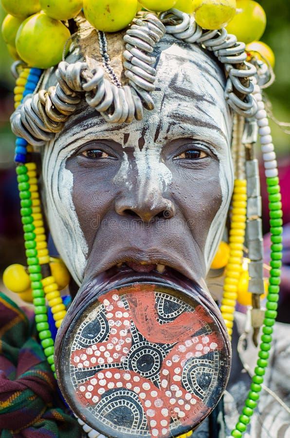 Femme de Mursi avec le plat de lèvre photographie stock libre de droits