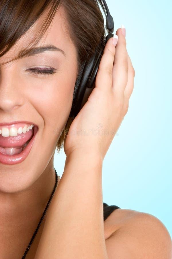 Femme de musique d'écouteurs image stock