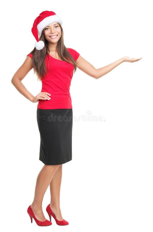 Femme de Noël affichant le copyspace d'isolement photographie stock libre de droits