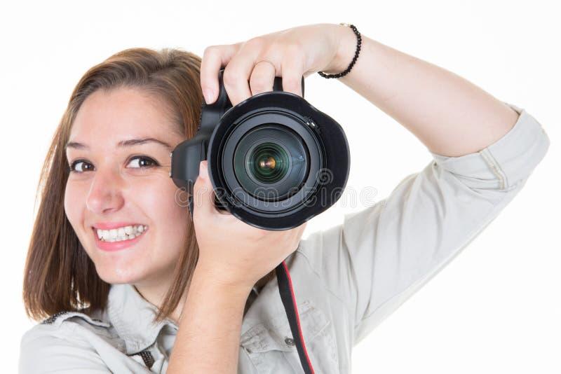 Femme de photographe de fille assez jeune sur le fond blanc image libre de droits