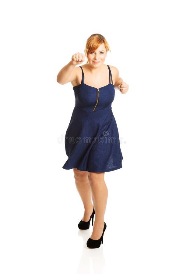 Femme de poids excessif avec ses poings  images libres de droits