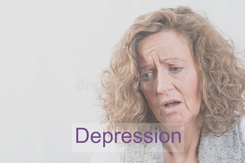 Femme de portrait avec la dépression et le burn-out photographie stock