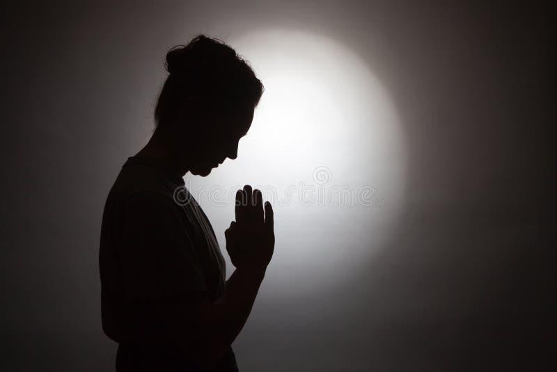 Femme de prière photographie stock libre de droits