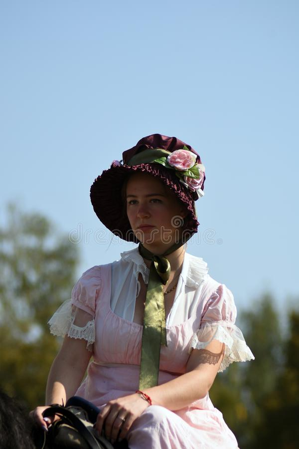 Femme de Reenactor à la reconstitution historique de bataille de Borodino en Russie photo stock