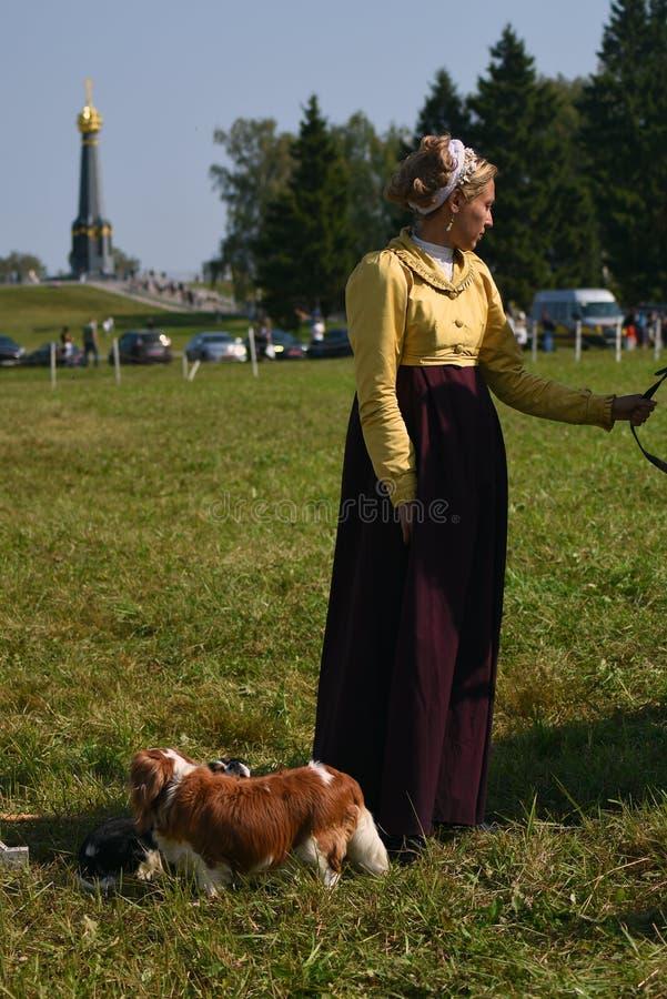 Femme de Reenactor à la reconstitution historique de bataille de Borodino en Russie photos libres de droits