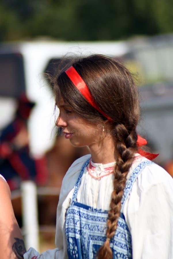 Femme de Reenactor à la reconstitution historique de bataille de Borodino en Russie photos stock