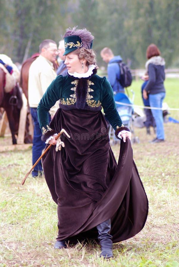 Femme de Reenactor à la reconstitution historique de bataille de Borodino en Russie photographie stock libre de droits