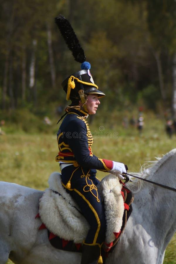 Femme de Reenactor ? la reconstitution historique de bataille de Borodino en Russie image libre de droits