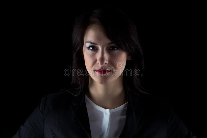 Femme de regard sérieuse d'affaires d'appareil-photo d'image photo stock