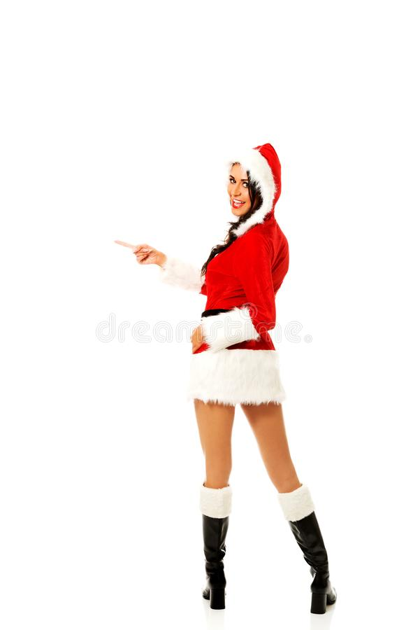 Femme de Santa indiquant la gauche, photo libre de droits