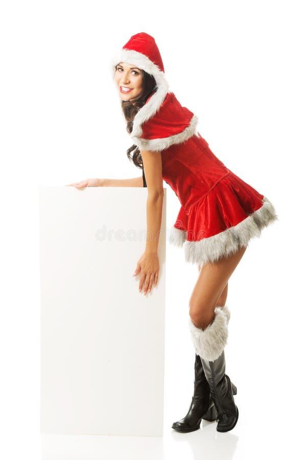 Femme de Santa tenant la bannière vide blanche images libres de droits