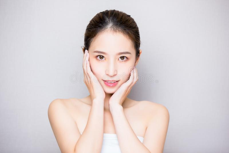 Femme de soins de la peau de beauté photo stock