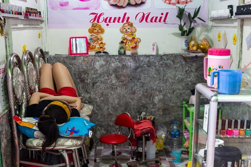 Femme de sommeil sur le lieu de travail Vietnam photo libre de droits