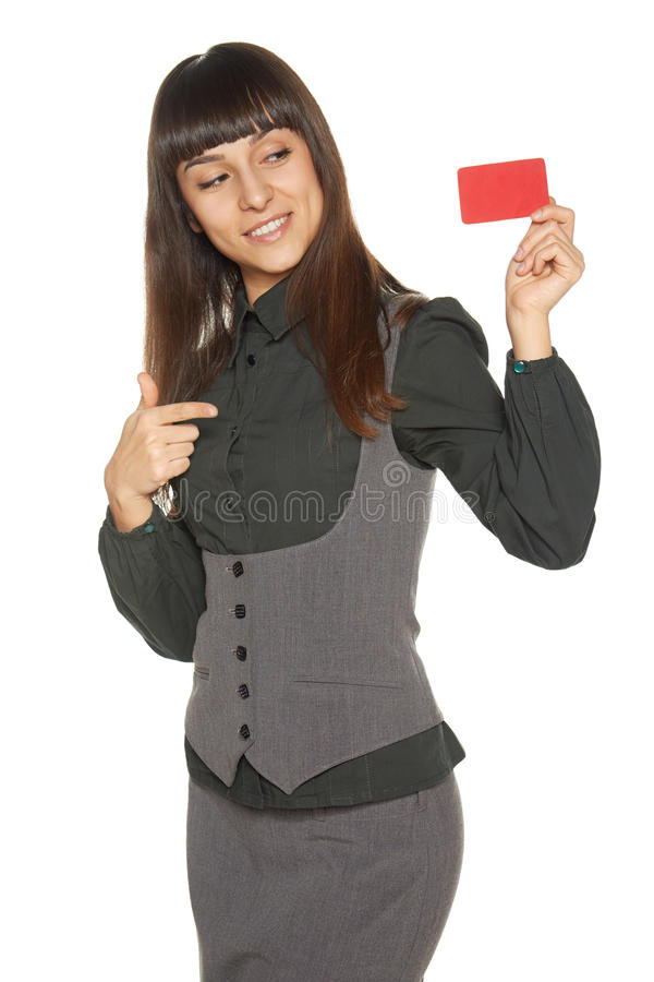 Femme de sourire d'affaires tenant la carte de crédit image stock
