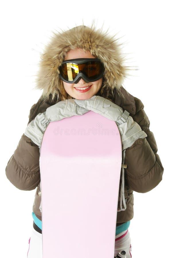 Femme de sourire dans le capot avec le snowboard image stock