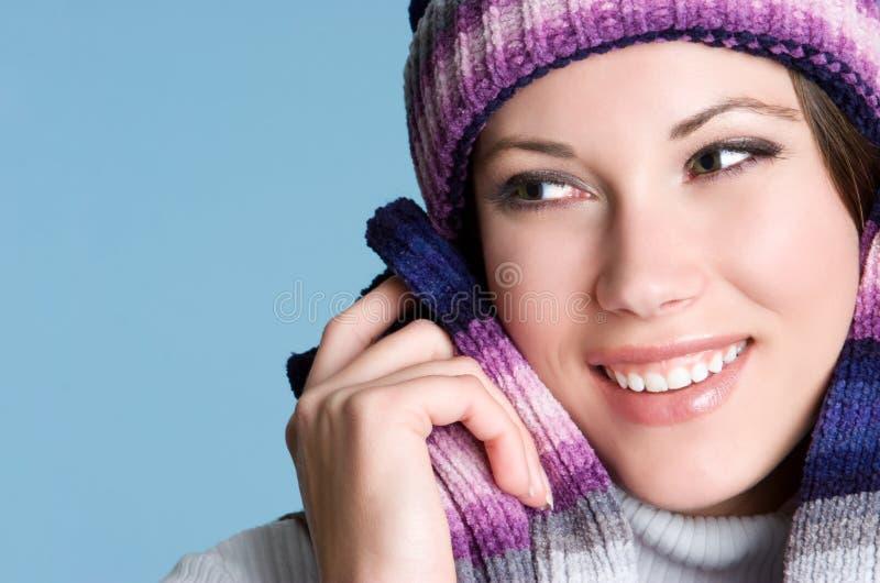 Femme de sourire de l'hiver photos libres de droits