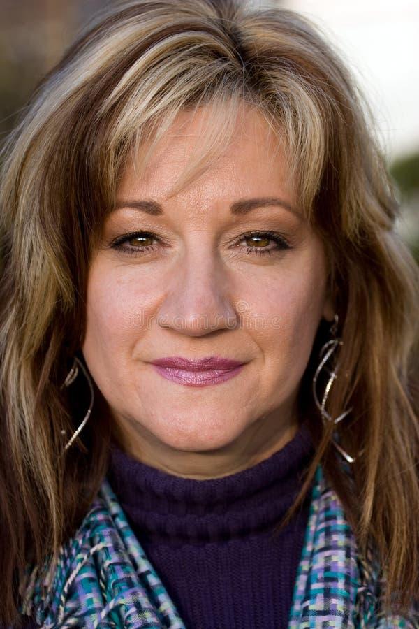 Femme de sourire sincère image stock