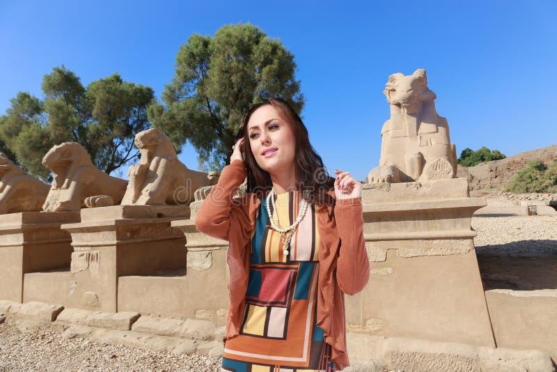 Femme de touristes chez l'Egypte photos stock