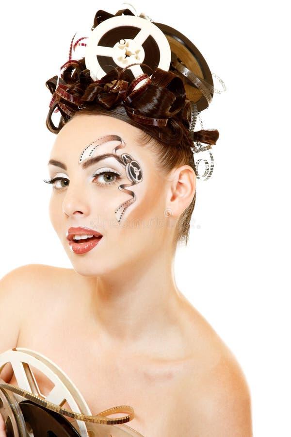 Femme de Vitage avec le beaux maquillage et coiffure de film de film d'art photo stock