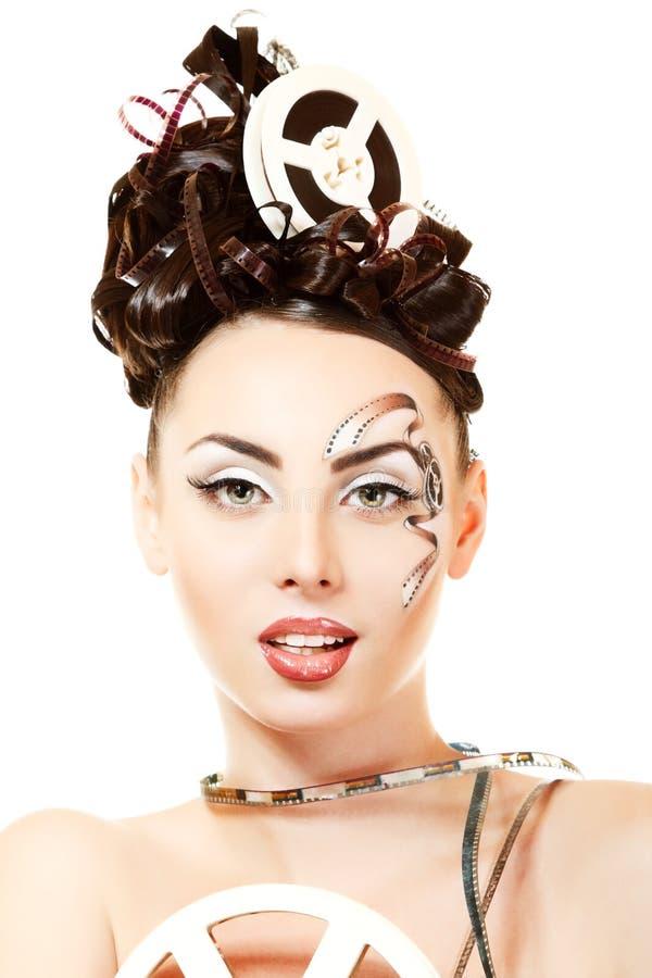 Femme de Vitage avec le beaux maquillage et coiffure de film de film d'art photographie stock