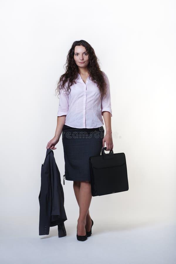 Femme debout d'affaires image stock