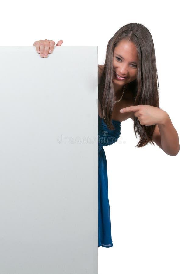 Femme derrière un affichage photos stock