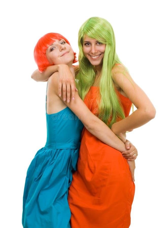 Femme deux heureux avec le cheveu et la robe de couleur photo libre de droits