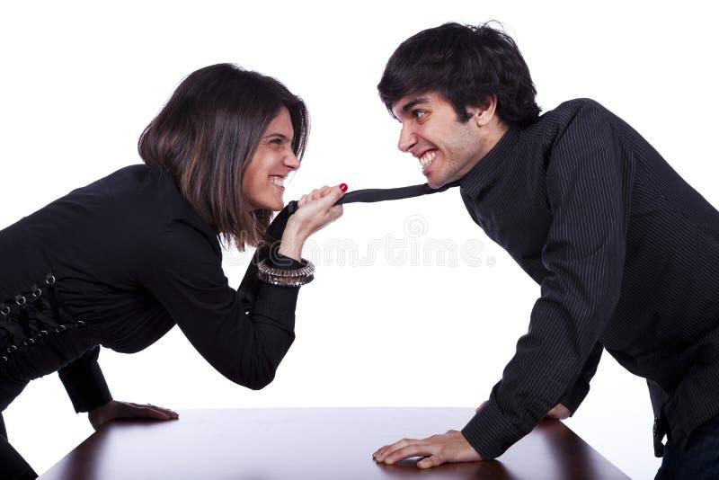 Femme discutant avec des hommes image libre de droits