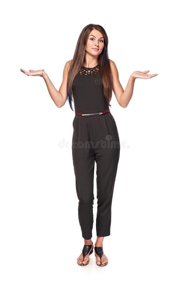 Femme douteuse gesticulant des épaules image libre de droits