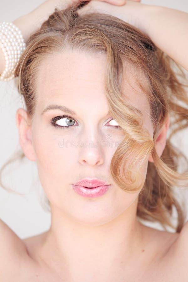 Femme drôle de visage avec le mauvais jour de cheveu images libres de droits