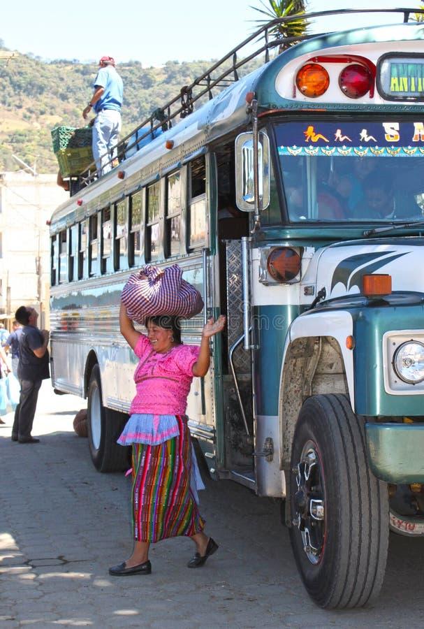 Femme du Guatemala sur le marché de Chichicastenango image stock