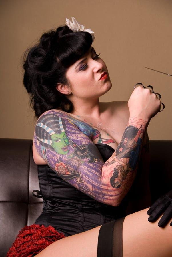Femme dur avec le coup-de-poing. images stock