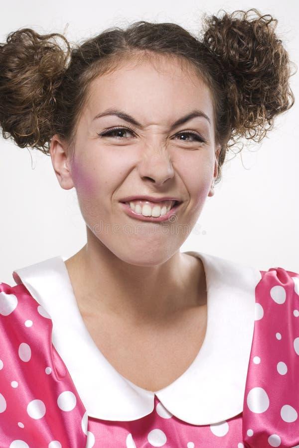 Femme effectuant un visage drôle image stock