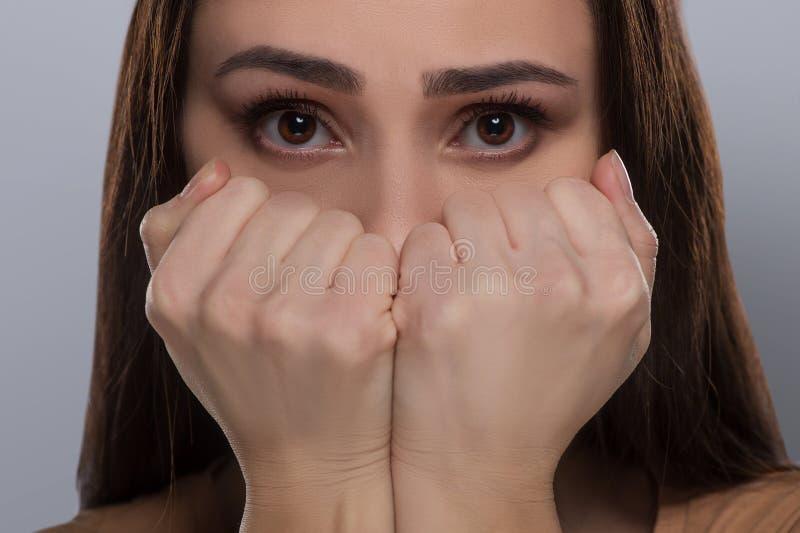 Femme effrayée. photos stock