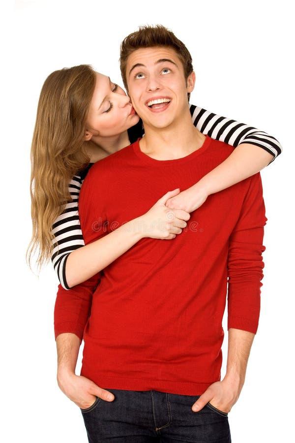 Femme embrassant l'homme images stock