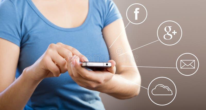 Femme employant Smartphone photos libres de droits