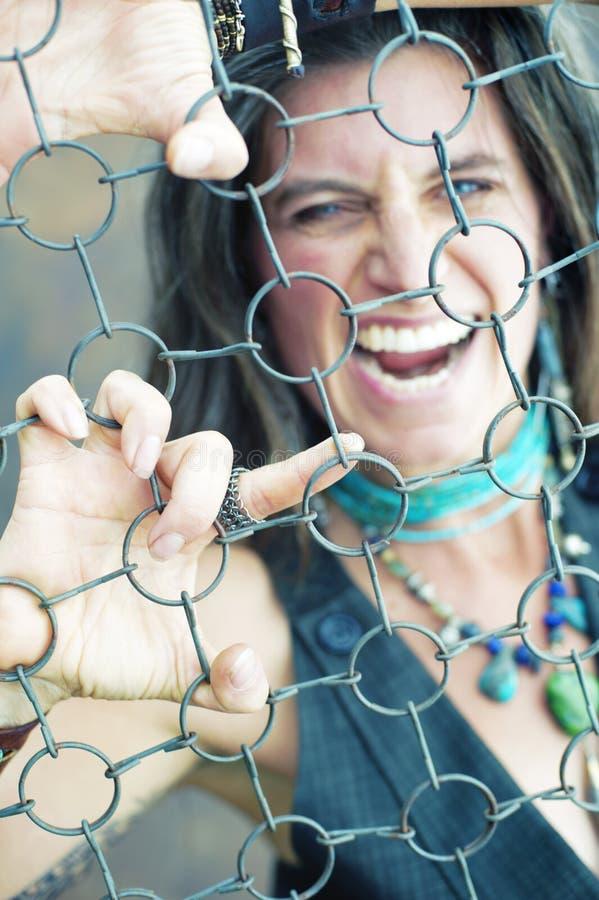 Femme emprisonnée drôle de rage photographie stock libre de droits