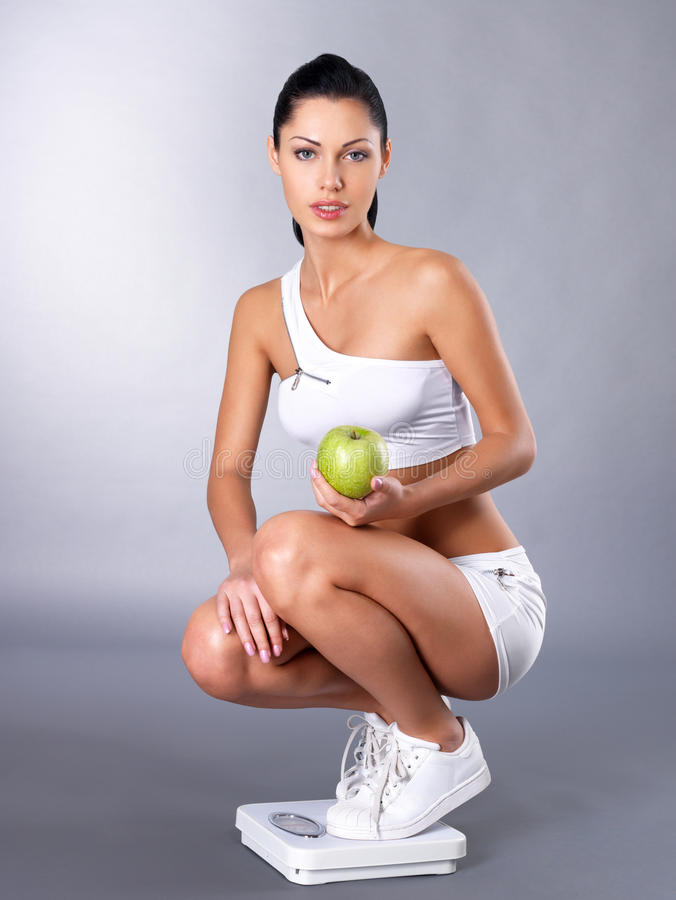Femme en bonne santé après régime image stock