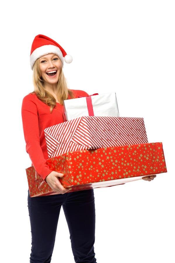 Femme en cadeaux de fixation de chapeau de Santa images libres de droits