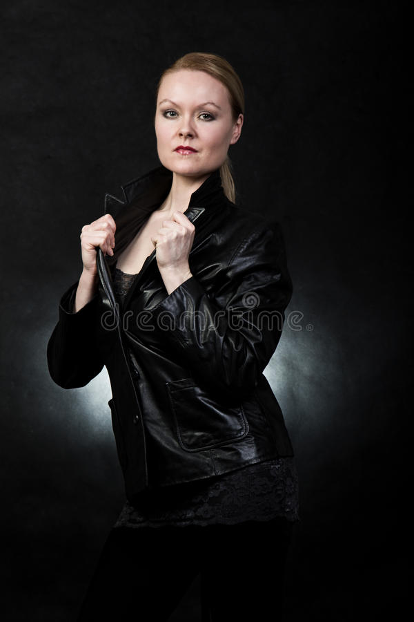 Femme en cuir photo libre de droits