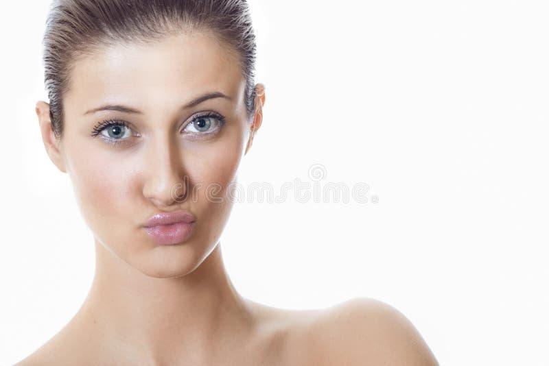 Femme en gros plan de beauté avec les lèvres expressives photo libre de droits