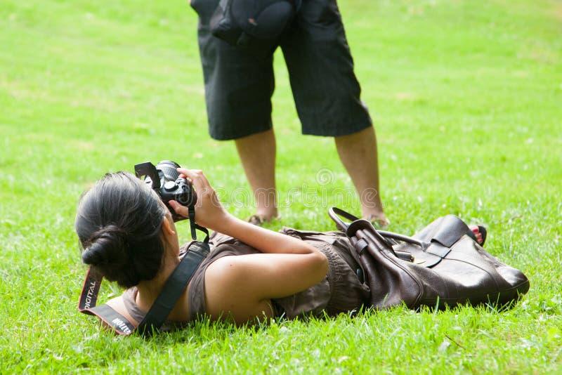 Femme en monde de photographie photos libres de droits