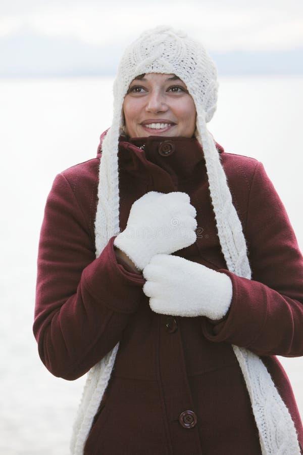 Femme en sourire de l'hiver photographie stock