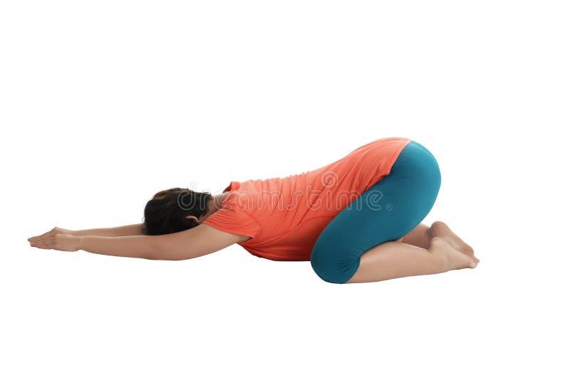 Femme enceinte d'Asiatique faisant le yoga photographie stock