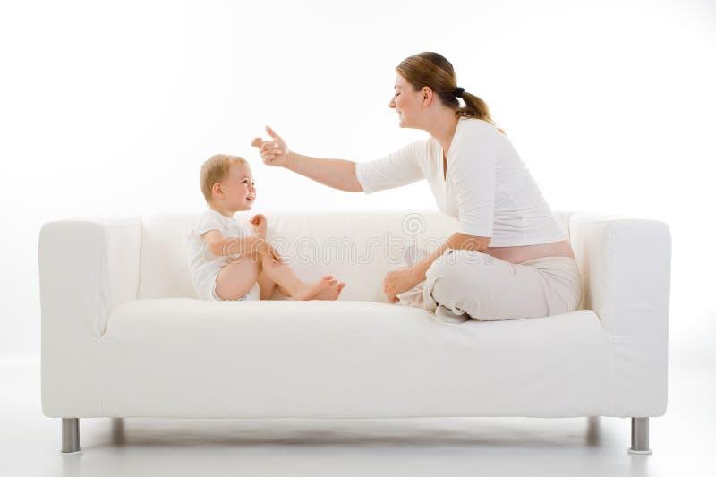 Femme enceinte et enfant image libre de droits