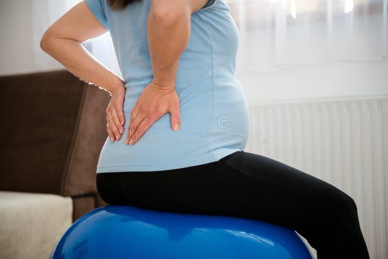Mal de dos de grossesse photos libres de droits