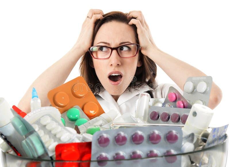 Femme enthousiaste avec des pilules photo libre de droits