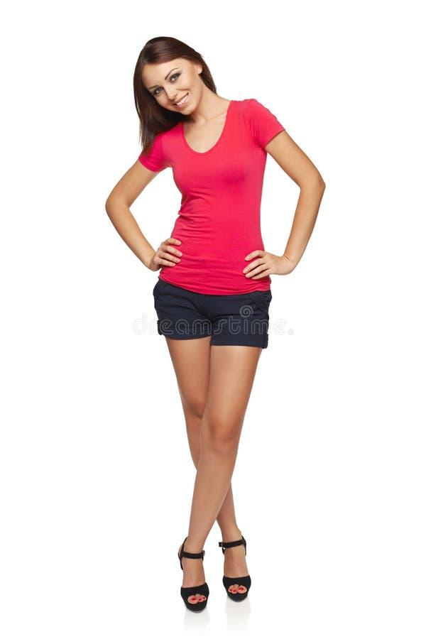 Femme Espiègle Posant Dans La Mini Jupe Oscillant Sur Le