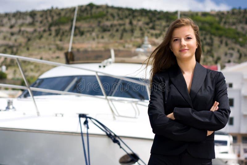 Femme et bateau images libres de droits