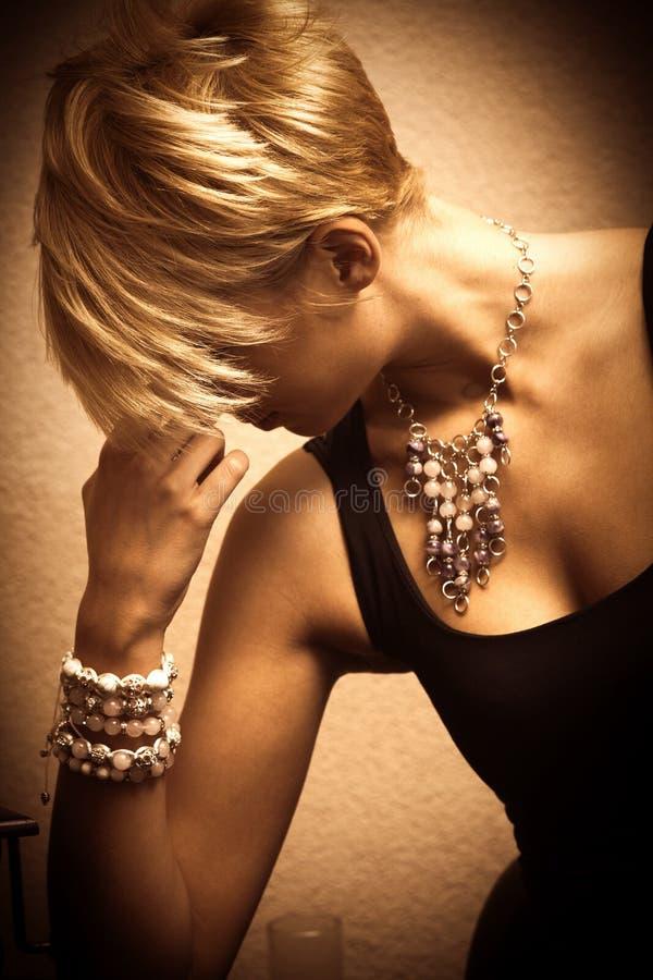 Femme et bijou images libres de droits